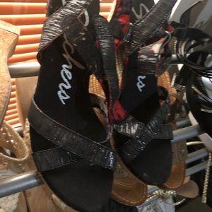 Skechers metallic black strappy wedges sandals 10